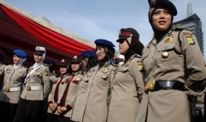 Policewomen with their headscarves at the Jakarta Police HQ. (Photo courtesy: Republika)