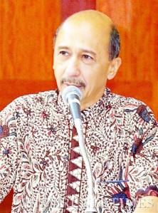 Drs Arly Budiono