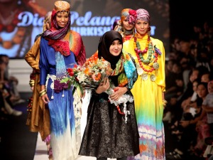 Jakarta Fashion Week 2009/10 - Day 3 - Global Influence on Contemporary Muslimwear in Indonesia