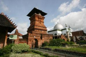 Masjid Menara Kudus (1549)