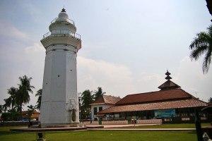 Masjid Agung Banten (1552)