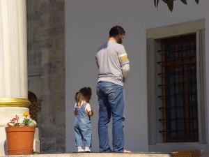 pray father-and-little-daughter-praying