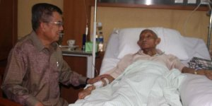 Former Indonesian Vice President Jusuf Kalla visited KH Sahal Mahfudh in Karyadi Hospital, Semarang, Central Java.