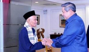 KH Sahal Mahfudh and Indonesian President Susilo Bambang Yudhoyono