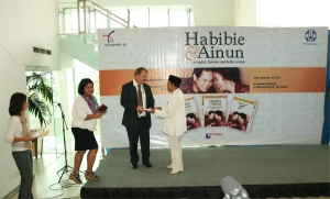 Book-Launching-and-Signing-Habibie-Ainon