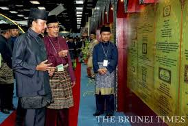 His Majesty the Sultan and Yang Di-Pertuan of Brunei Darussalam (L) touring the exhibition at Knowledge Convention 2013 at International Convention Centre in Berakas,  last year. Picture: BT/Saiful Omar.