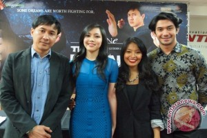 Agus Kuncoro with Liyana Yus and Reza Rahadian