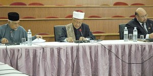 The State Mufti, Pehin Datu Seri Maharaja Dato Paduka Seri Setia Dr Ustaz Hj Abdul Aziz Juned (C), delivers his speech at the workshop aimed at managing the criticisms on the implementation of Syariah Penal Code Order 2013. Also present at yesterday's event were Hj Mohd Rozan Dato Paduka Hj Mohd Yunos (R), the Permanent Secretary (Media and Cabinet) at the Prime Minister's Office and Director of SOASCIS Professor Datuk Dr Osman Bakar. Photo: Courtesy of State Mufti's Office