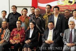 Indonesian Ambassador to Brunei Nurul Qomar (front row 2nd R) in a group photo with members of the business community in Brunei. The Indonesian Embassy yesterday held a business meeting to commemorate 30 years of bilateral trade between the two countries.  Photo: BT/ Koo Jin Shen