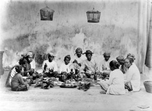 Javanese Muslim family holding 'selametan', a thanksgiving function. Photo: Collection of Tropen Museum.