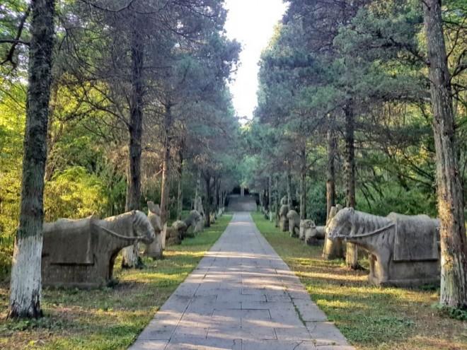 bru_path_-rozan-yunos-menuju_ke_makam_sultan_abdul_majid-transformed